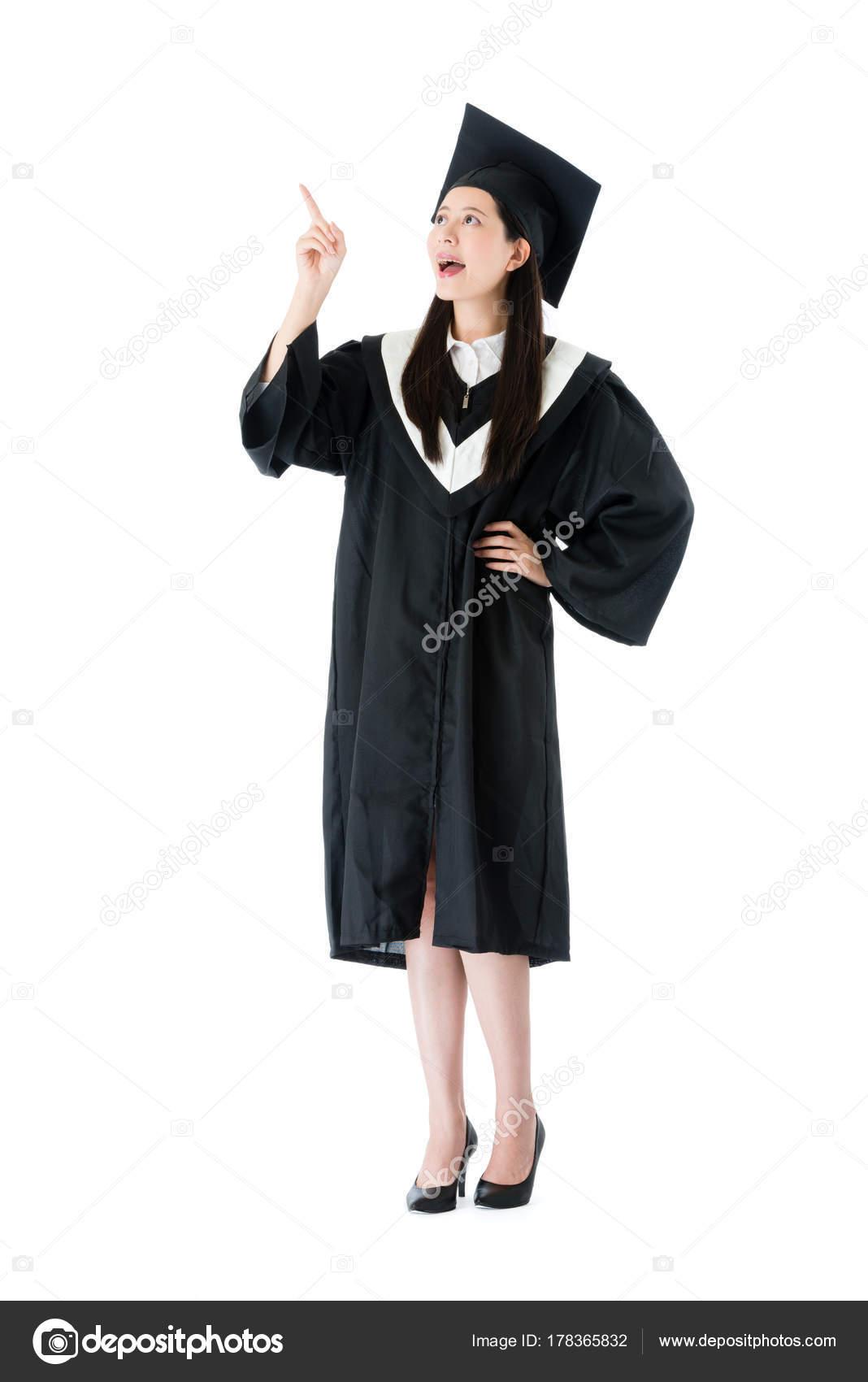 6c5658fcb Graduado de una Universidad de chica de belleza feliz estudiante tener  buena idea plan para futuro aislado sobre fondo blanco — Foto de ...