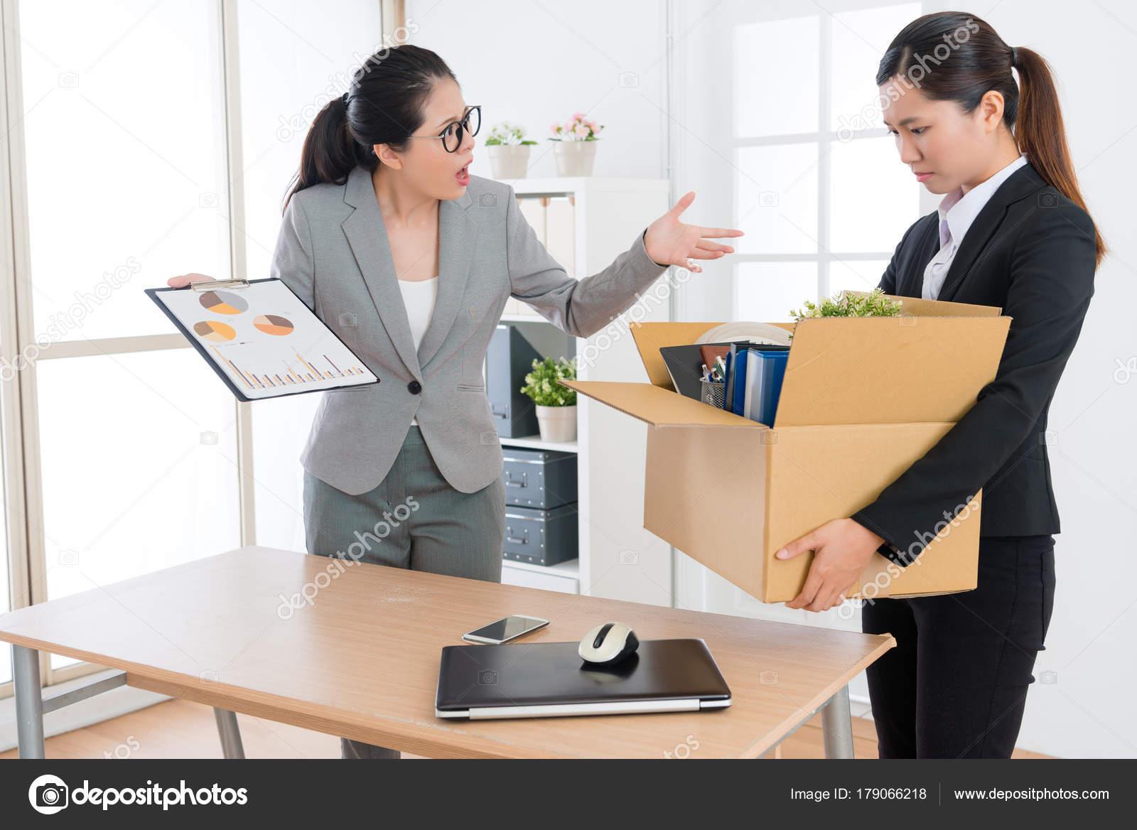 Employé de bureau de fille jeune beauté perte d emploi de l