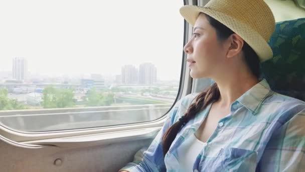 Парень при азиатские девки на транспорте видео толстые