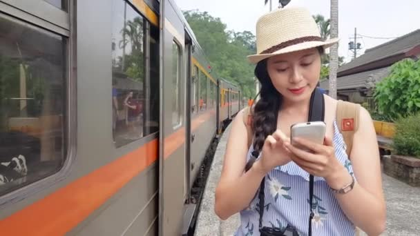 FRANCINE: Asian girl comes on train