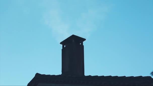 Dům komín kouř