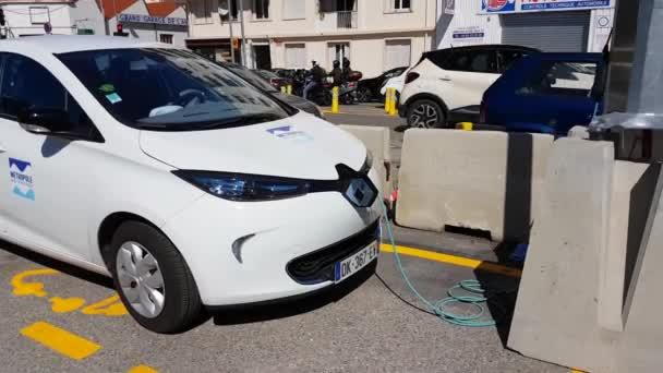 Renault Zoe Elektrische Auto Opladen Op Straat Stockvideo C Bensib