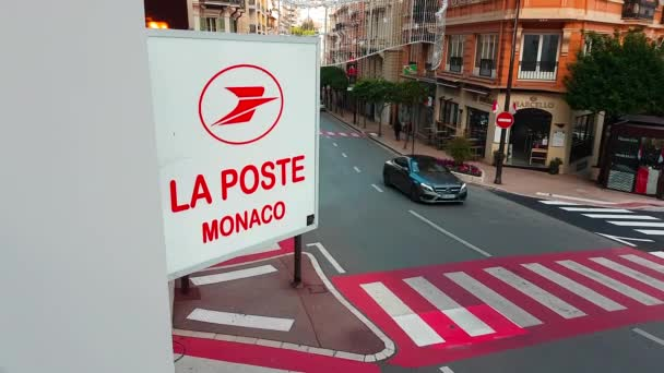 Monte Carlo, Monako-18. února 2018: Tabulkou Post post Francie na zdi v Monte Carlo, Monako. La Poste je francouzská společnost, poštovní služby - 4k Video