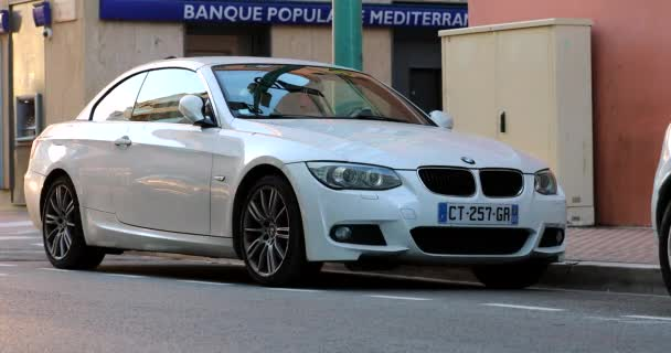 Menton, Francie - 12. ledna 2020: White Bmw Serie 3 Cabriolet, Compact Executive Car Parked In The Street Of Menton In France, French Riviera, Europe - DCi 4K Resolution