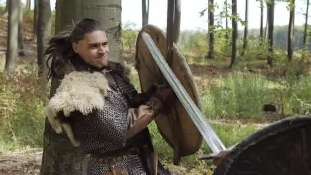 Středověké bojovníky Vikingů bojují během útoku. Detail