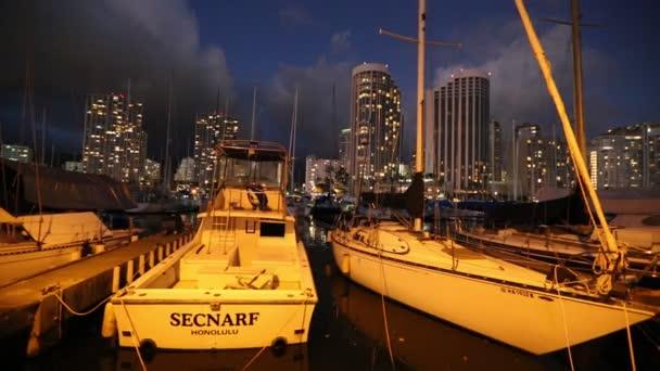 Honolulu Harbor soumrak