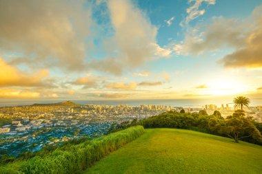 Hawaiian sunset Tantalus Lookout