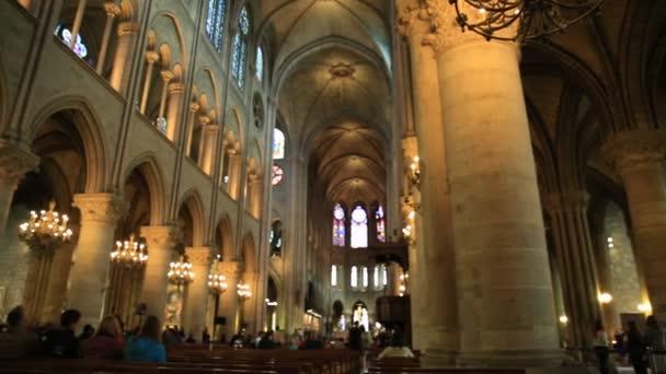 Notre Dame loď