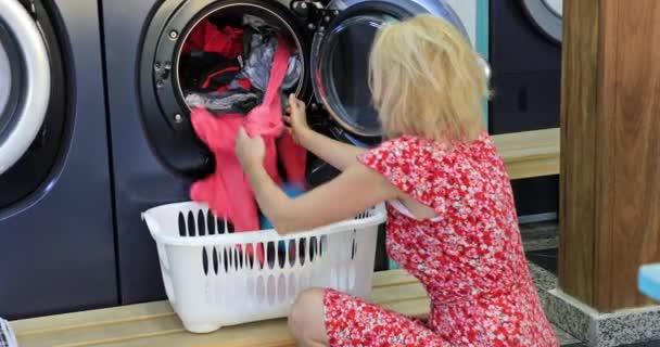 Frauenwaschmaschine