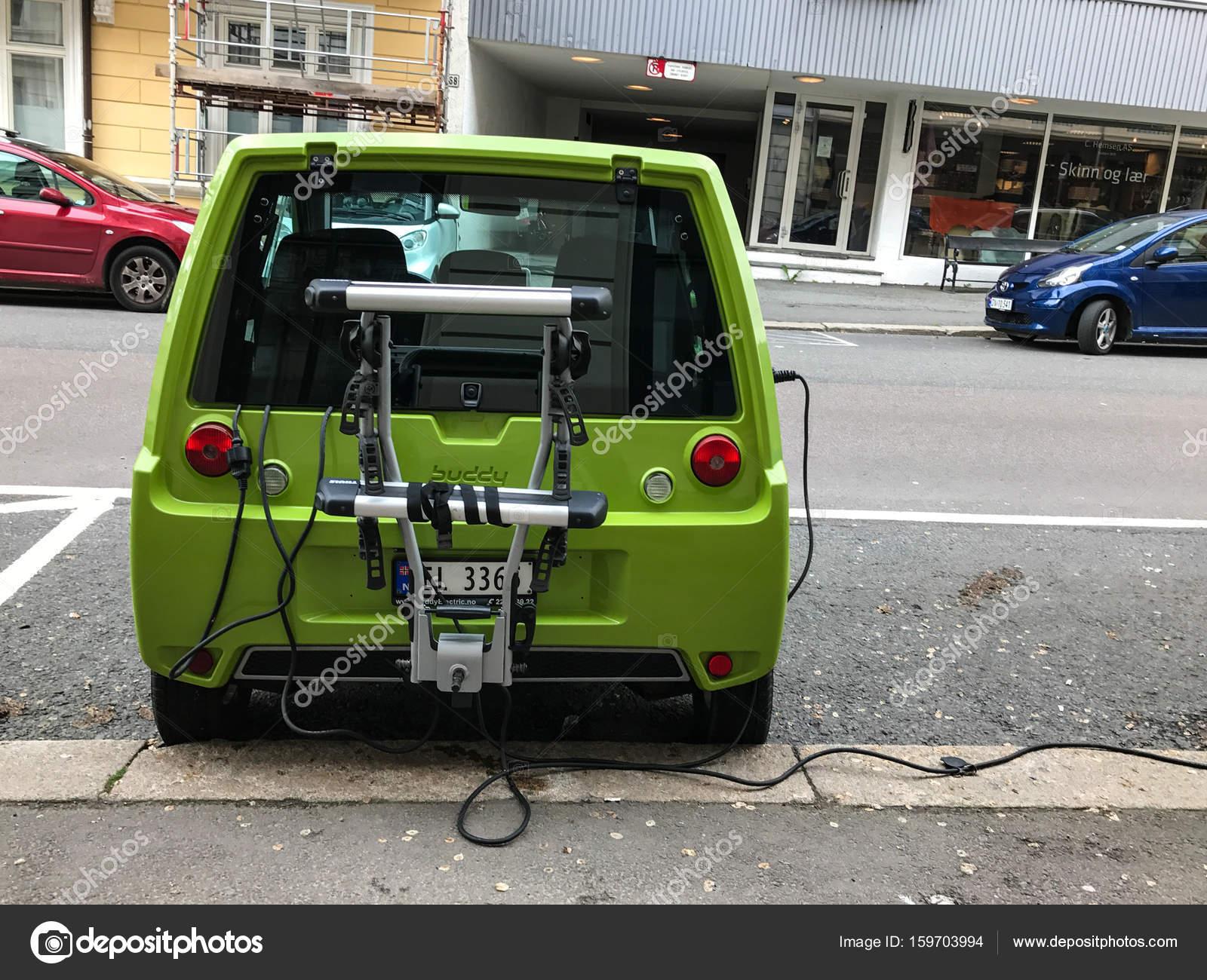 Elektrische Auto Opladen Station In Oslo Redactionele Stockfoto