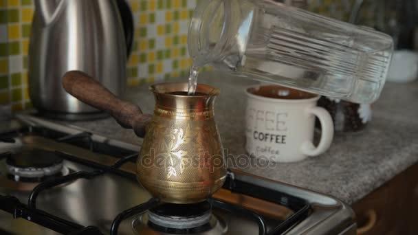 Domácí kávu v kamnech