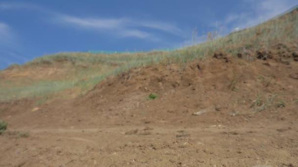 Tlustá kola nebo kola fatbike nebo tuku pneumatiky kola v létě jízdu na půdu a písek