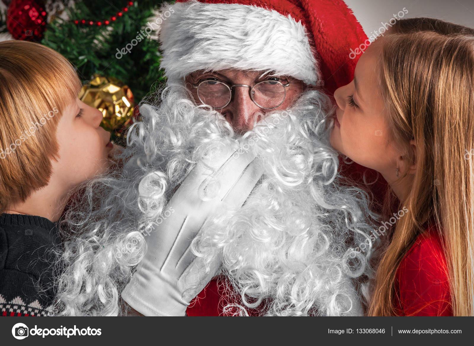 Kinder erzählen Wünsche an den Weihnachtsmann — Stockfoto ...