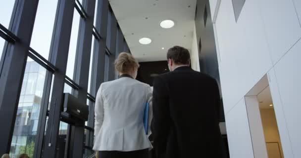Podnikatelé v hale