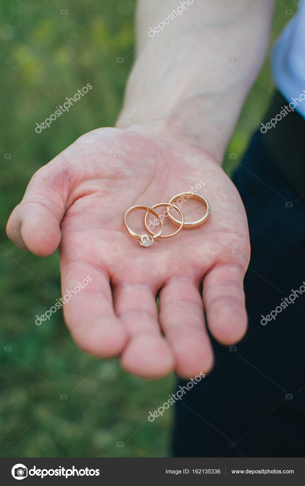 Wedding rings on the palm of your hand — Stock Photo © usia90bk ...