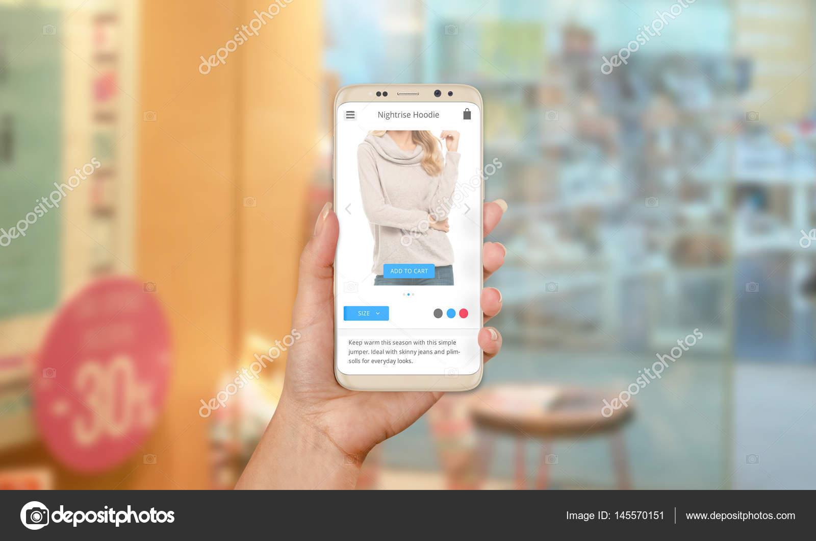534c535eb65 Buscar ropa online a través de teléfono móvil. Venta de ropa y calzado  durante los días festivos y fines de semana. Centro comercial en el fondo–  imagen de ...