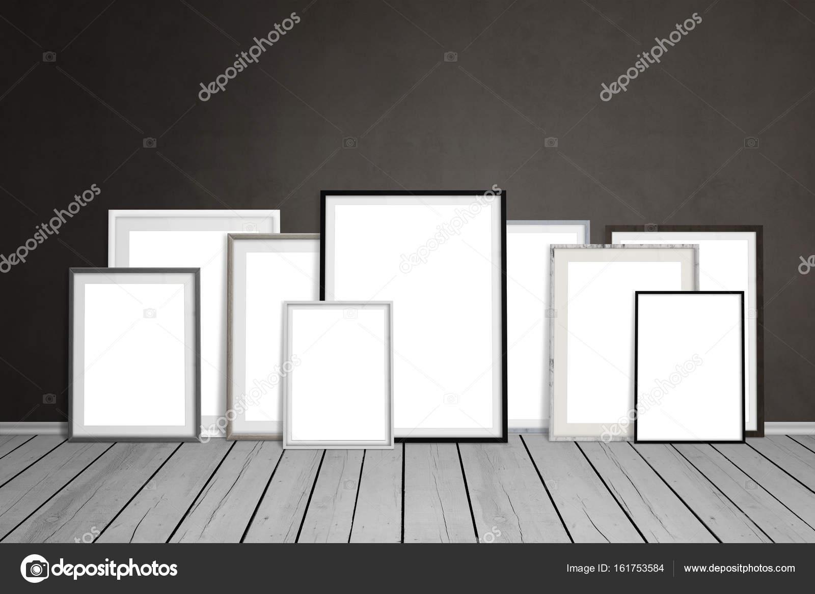 Mehrere leere Bilderrahmen an die Wand gelehnt — Stockfoto © vlado85 ...