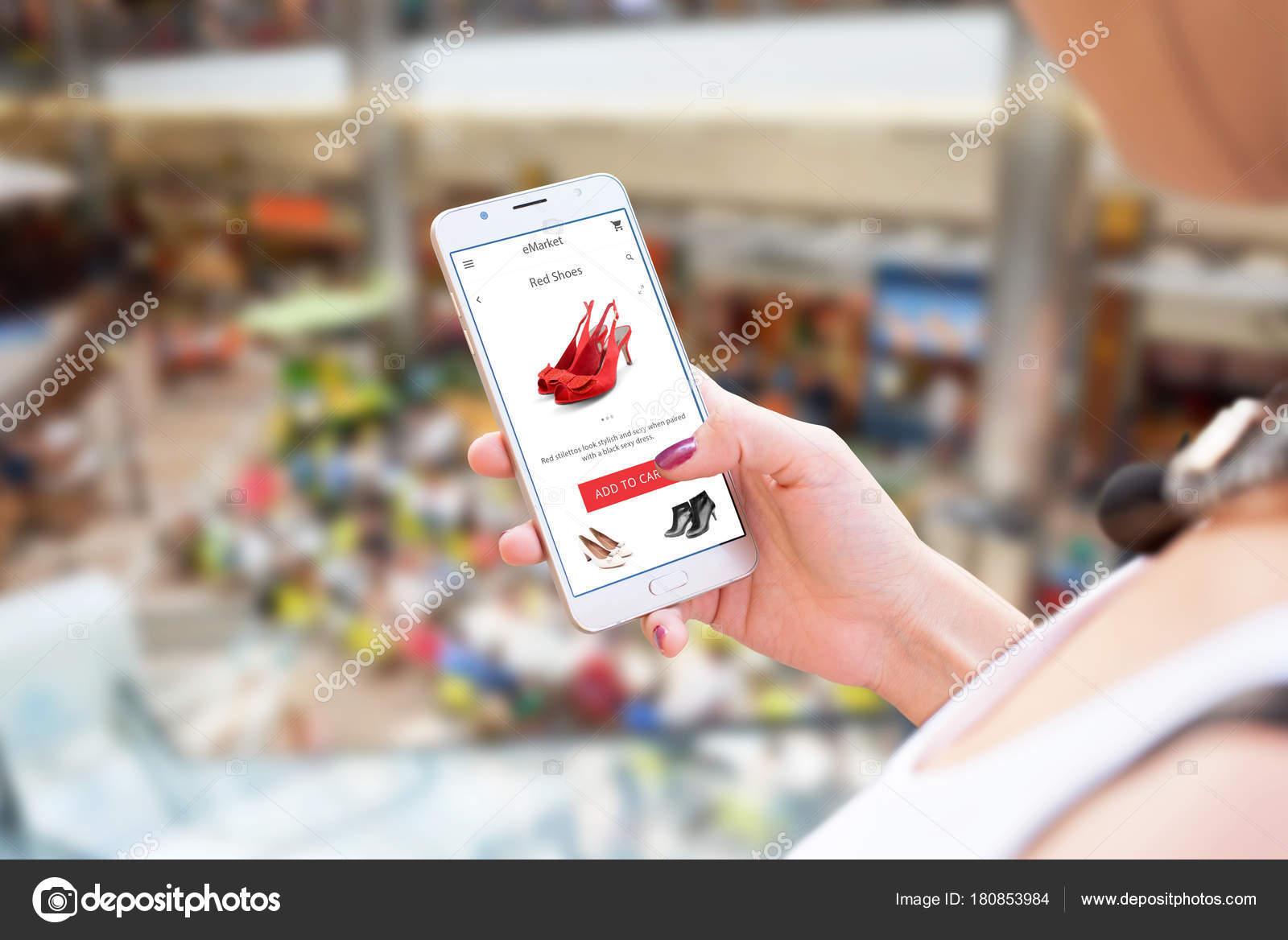 22d247a6e Compras Line Com Celular Telefone Inteligente Exploração Mulher Sapatos App  — Fotografia de Stock