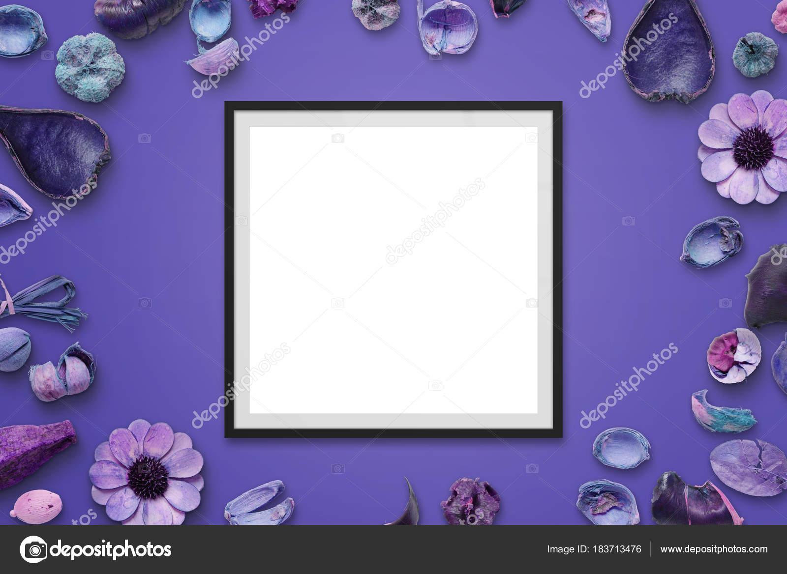 Set Da Scrivania Viola : Cornice sulla scrivania viola con decorazioni floreali blocco