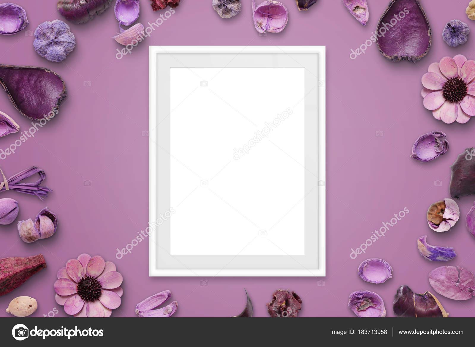 Weißer Bilderrahmen Auf Rosa Hintergrund Umgeben Mit Blumenschmuck ...