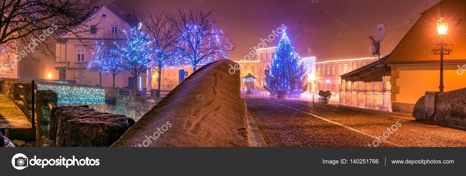 Weihnachten In Kroatien.Weihnachten Lichter Samobor Kroatien Stockfoto Davordjopar