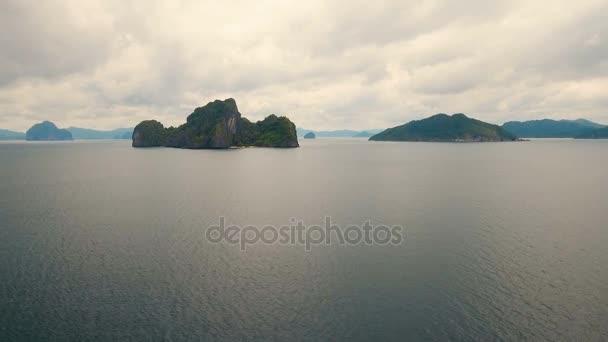 Tropická Pláž, letecký pohled. Tropický ostrov