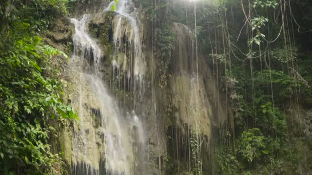 Krásný tropický vodopád. Filipíny Cebu island
