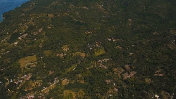 Berge mit tropischem Wald. Philippinische Insel Cebu.