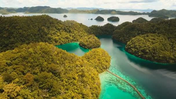 Letecký pohled na tropické laguny, moře, pláže. Tropický ostrov. Siargao, Filipíny