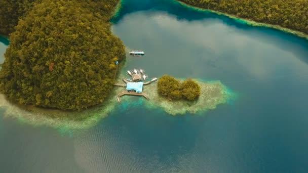 Letecký pohled na tropické laguny, moře, pláže. Panácích Grande Island, Sohoton Cove. Filipíny
