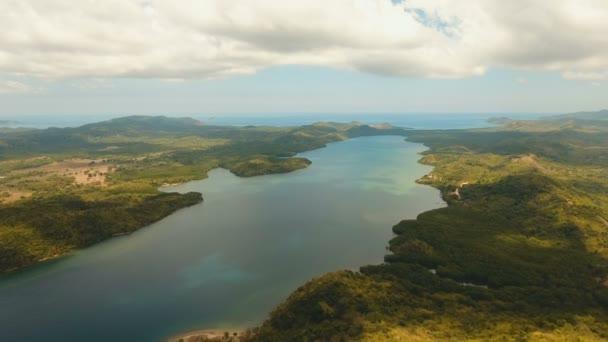 Trópusi tengeri öböl. Légi felvétel: Seascape Busuanga, Palawan, Fülöp-szigetek.