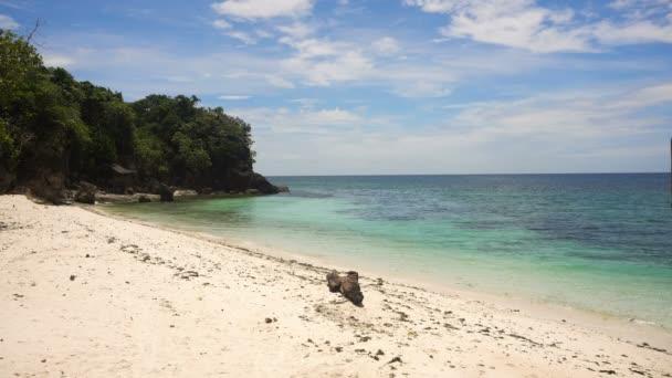 Nádherná pláž na tropickém ostrově. Filipíny, Bohol