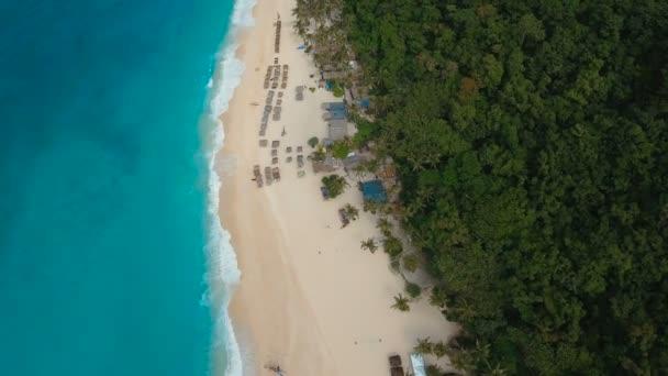 Letecký pohled na krásné pláži na tropickém ostrově. Boracay island Filipíny
