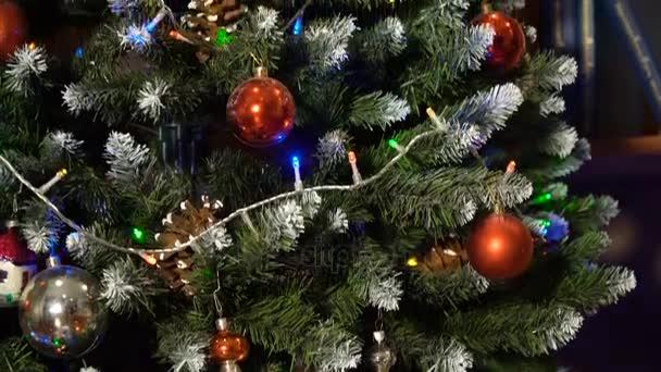 vyzdobený vánoční strom.