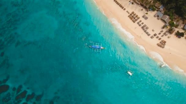 Légifelvételek gyönyörű tengerpart, a trópusi szigeten. Boracay island Fülöp-szigetek.