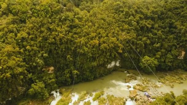 Vonzás zipline a dzsungelben, a sziget, Bohol, Fülöp-szigetek.