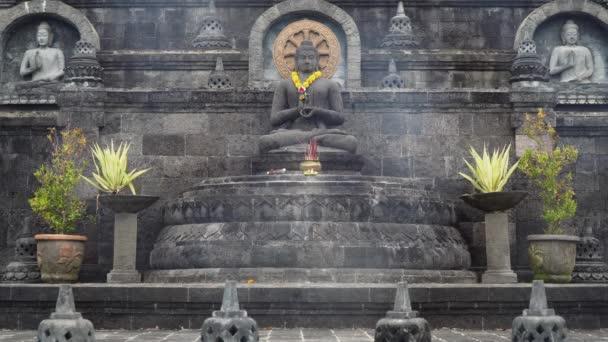 Budai szobra a templom Bali szigetén
