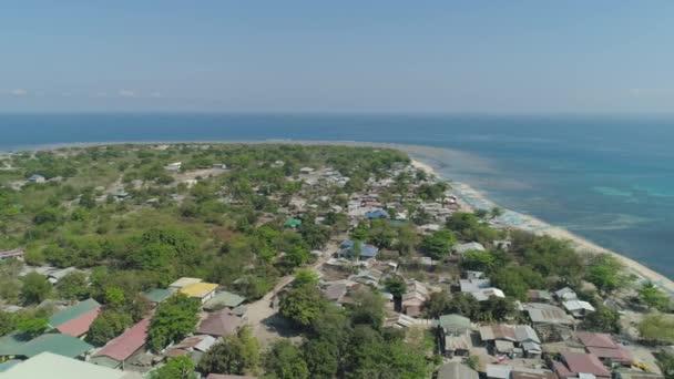 Tropický ostrov s pláží. Filipíny