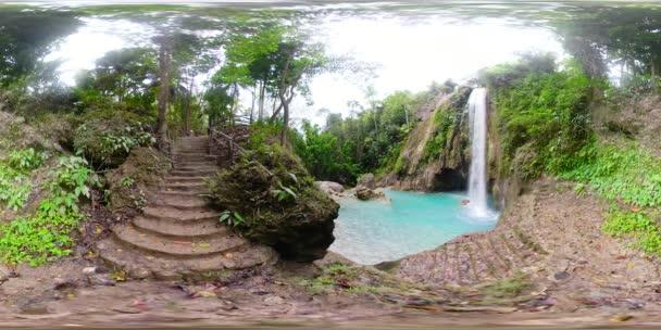 Schöner tropischer Wasserfall Philippinen, Cebu. 360VR