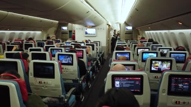 Letecká kabina s cestujícími.
