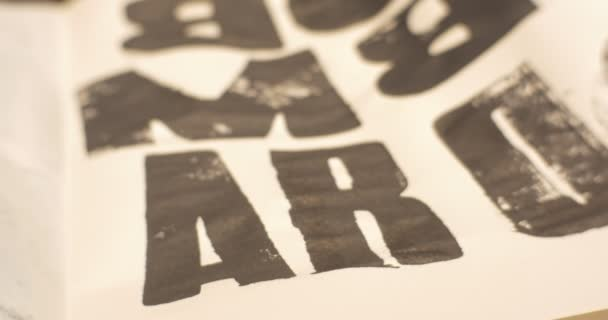 Panorama mesa sucia de hojas de papel letras impresas impresión ...