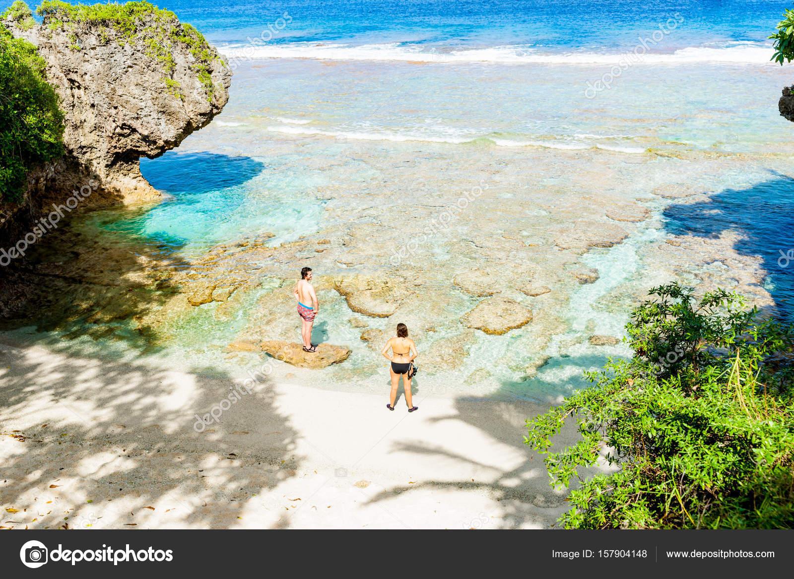 fb6754365 Colores tropicales de arrecife de coral, mar y cielo — Foto ...