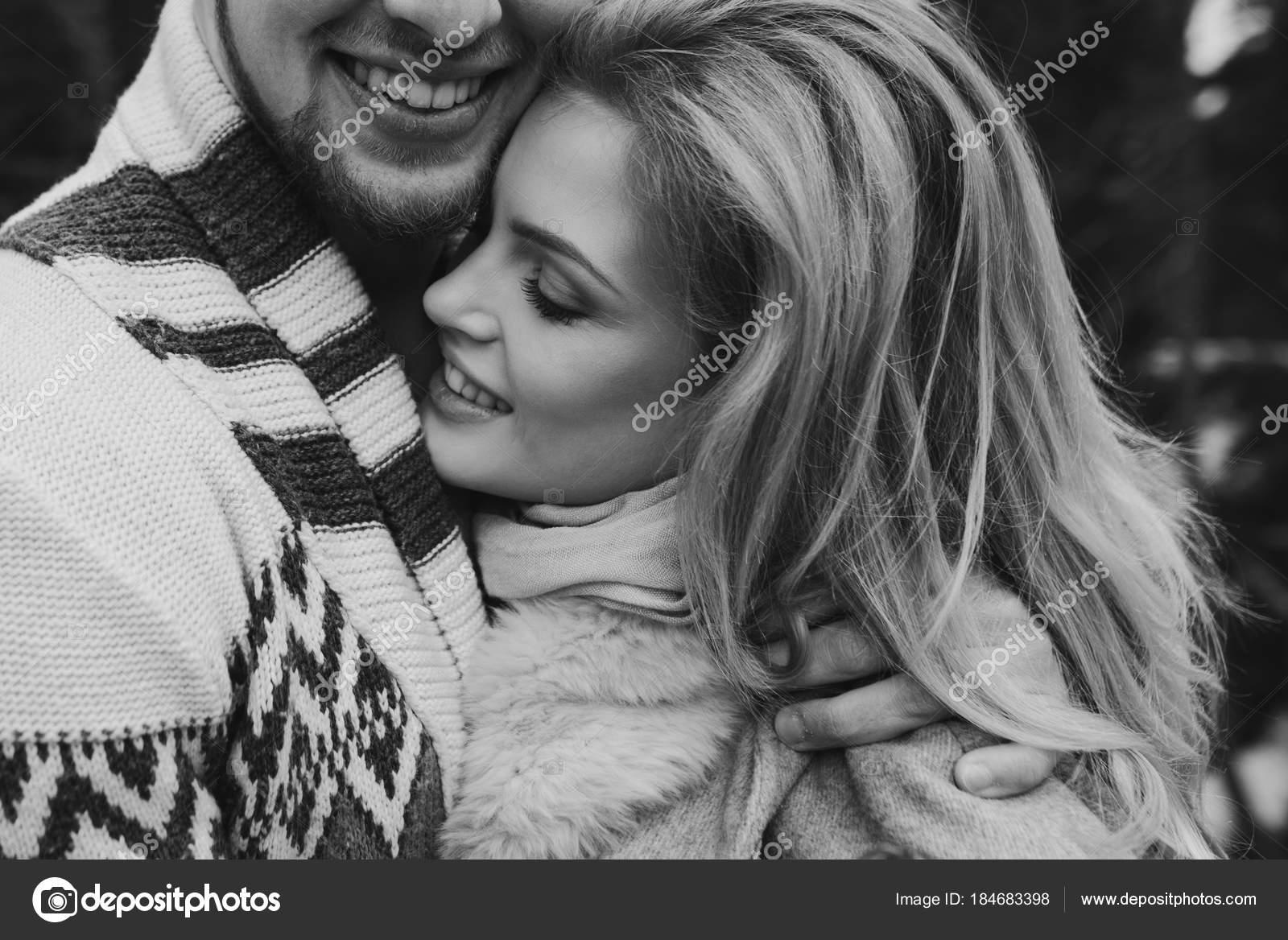 Фото красивые мужчина ласкает женщину, видео спортсменка с волосатой пиздой