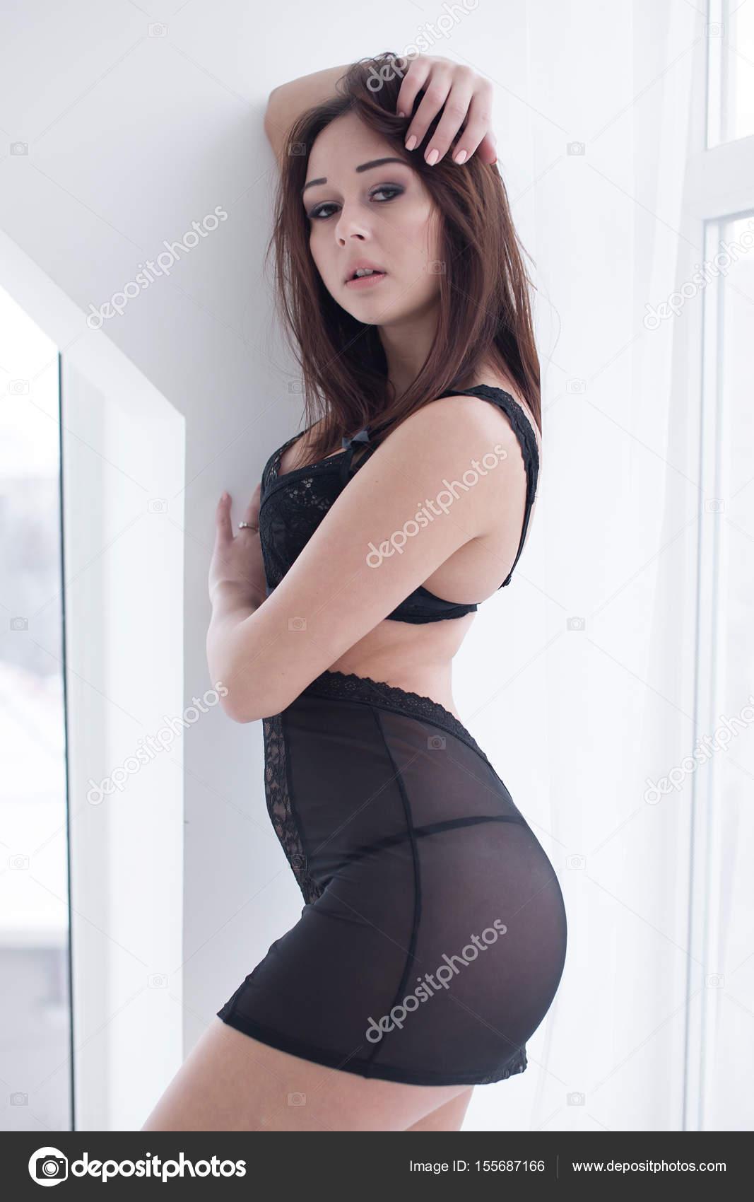 Kisasszony modell meztelen
