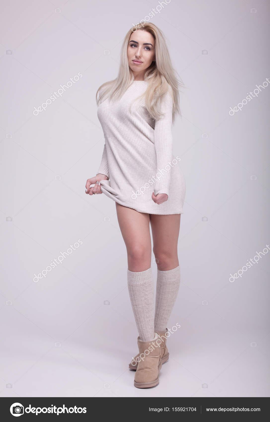 e6c625060240 Μόδα Μπότες χειμώνα. Ζεστά Χειμωνιάτικα γυναικεία ρούχα. Casual στυλ ...