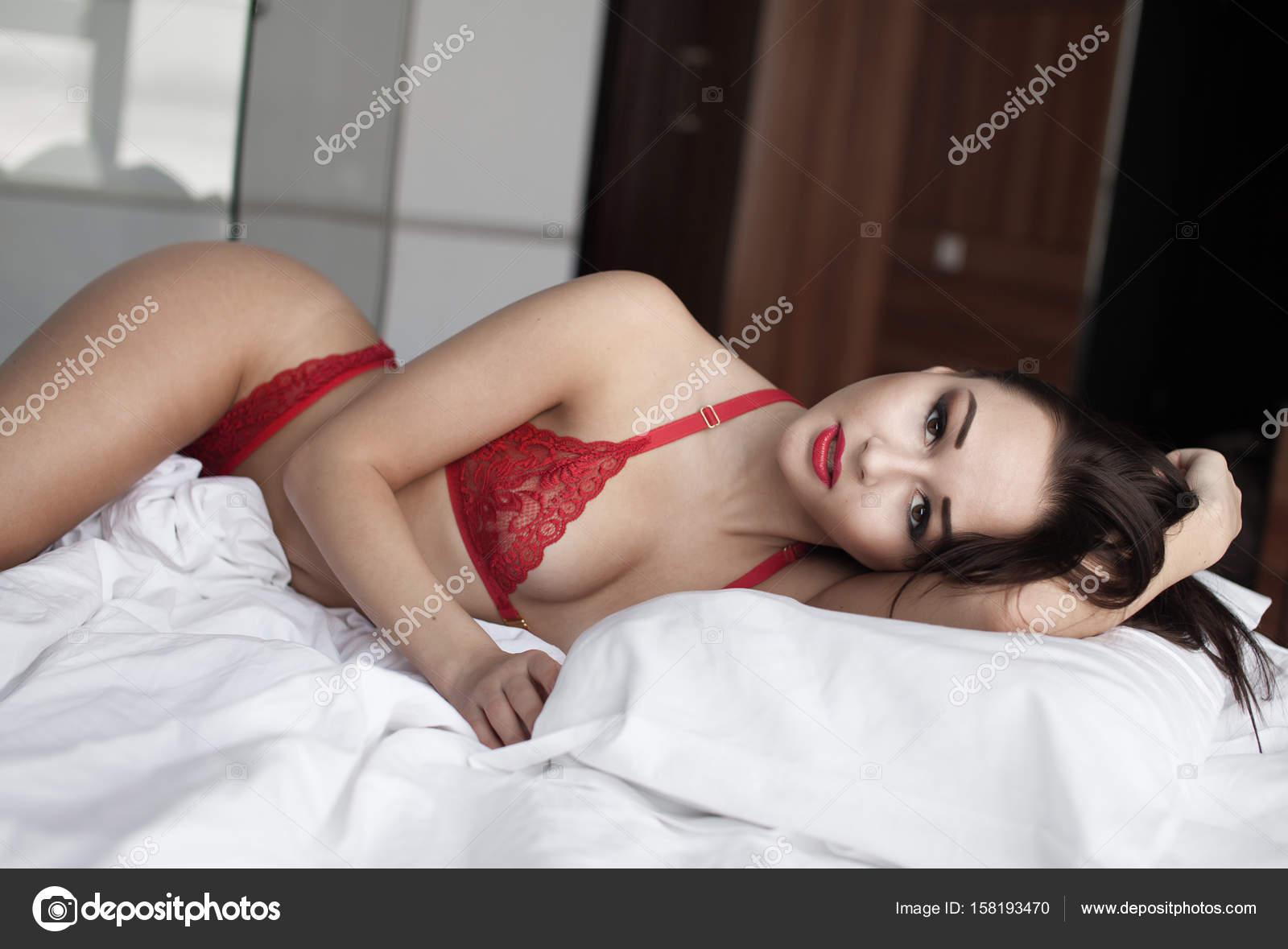 Смотреть бесплатно элегантную даму в попку
