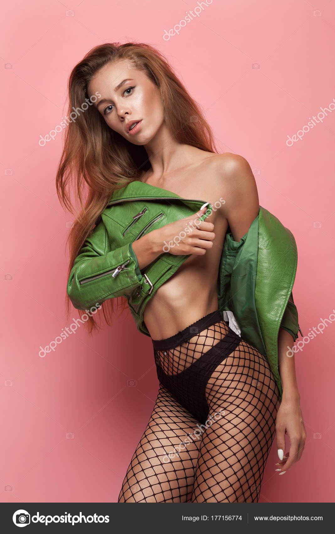 Sexy Mädchen ist nackt