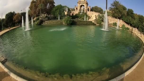 Do parku Ciutadella fontána