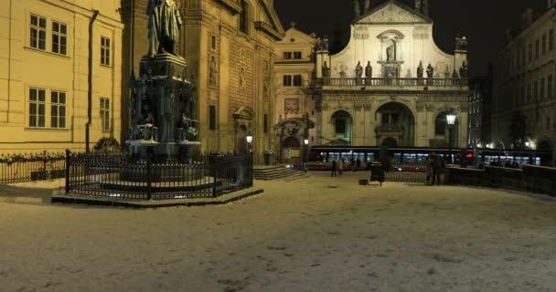 Socha, pohled na město Prahu