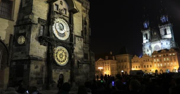 Timelapse orloj a kostel Panny Marie před